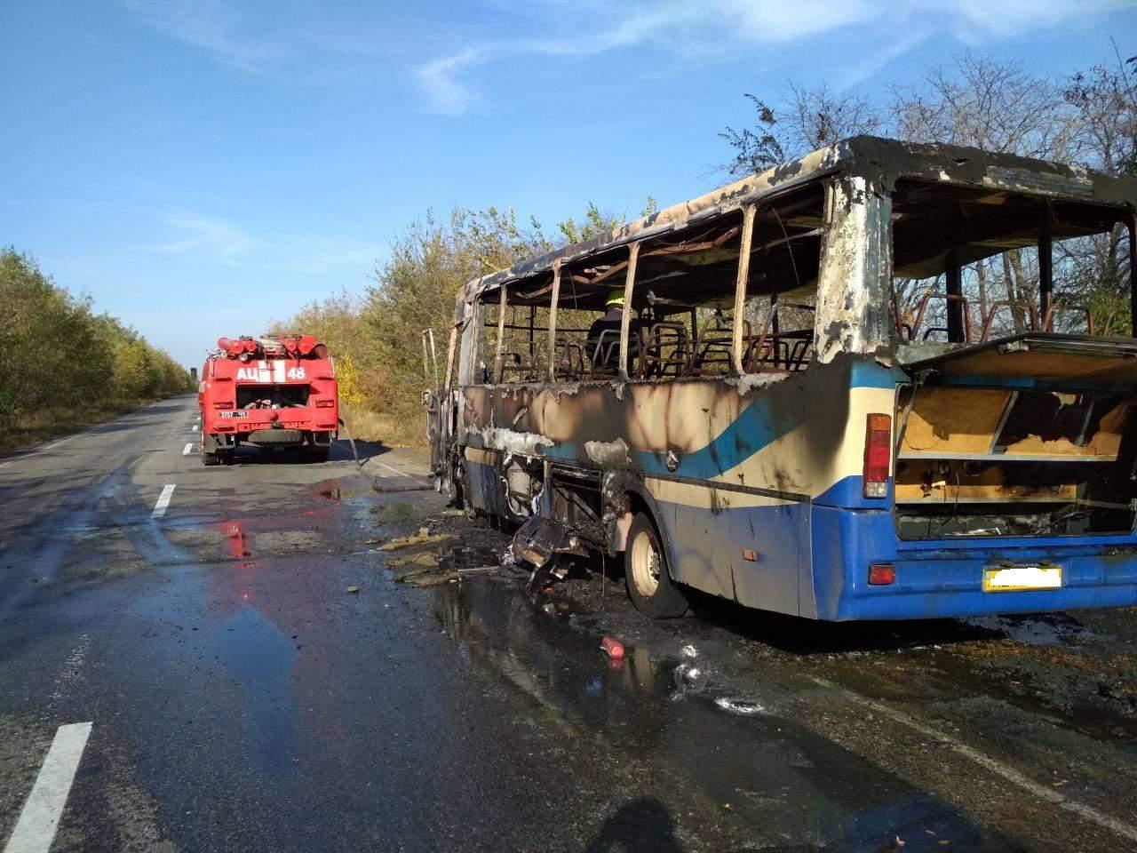 В Днепропетровской области вспыхнул автобус, внутри которого находились люди