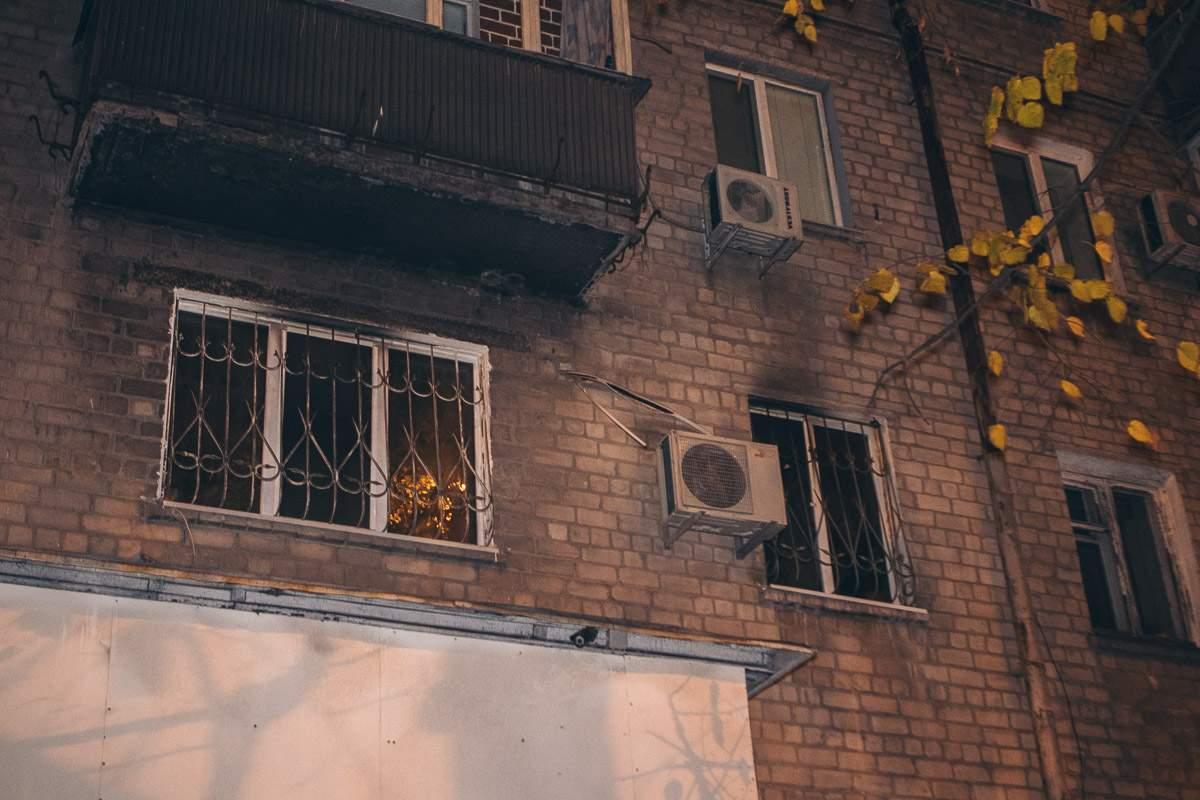 В результате пожара в однокомнатной квартире в Днепре погибла целая семья (фото)