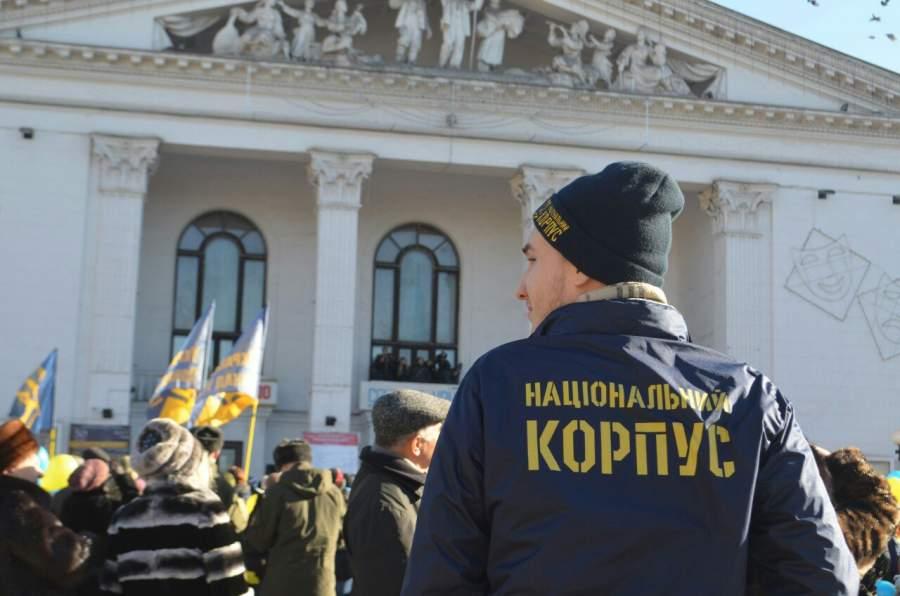 Под здание Кабмина собрались около 100 активистов Нацкорпуса с требованием создать Министерство по делам ветеранов