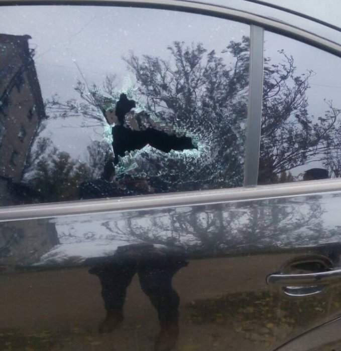 В Николаеве мужчина в алкогольном опьянении бил автомобили молотком (фото)