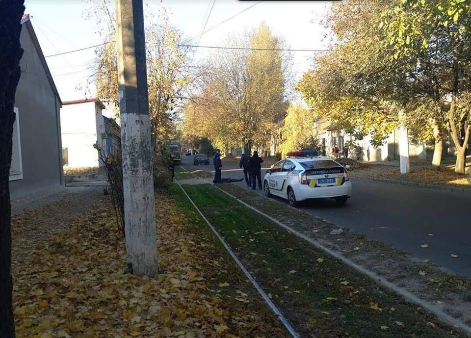 В Одессе копы застрелили напавшего на них с топором мужчину (фото)