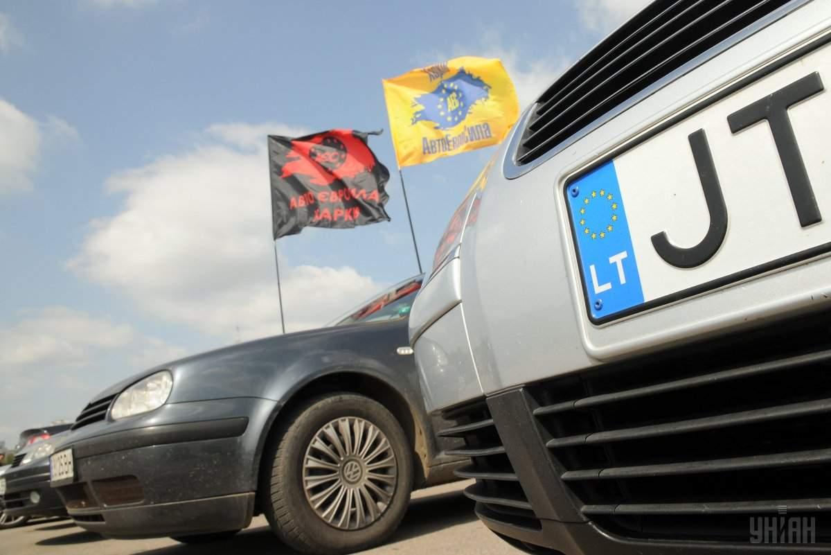 Верховная Рада дала водителям автомобилей на еврономерах 90 дней на растаможку своих авто с 50% скидкой