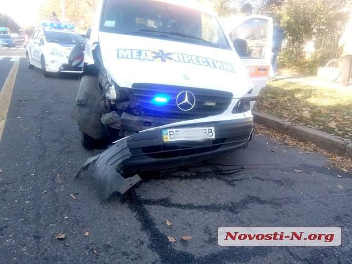 В Николаеве произошло ДТП с участием скорой помощи