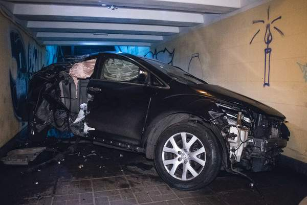Серьёзное ДТП в Киеве: Водитель за рулём авто снес остановку общественного транспорта