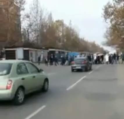 Жители Крыжановки под Одессой перекрыли трассу из-за отсутствия тепла в квартирах (видео)