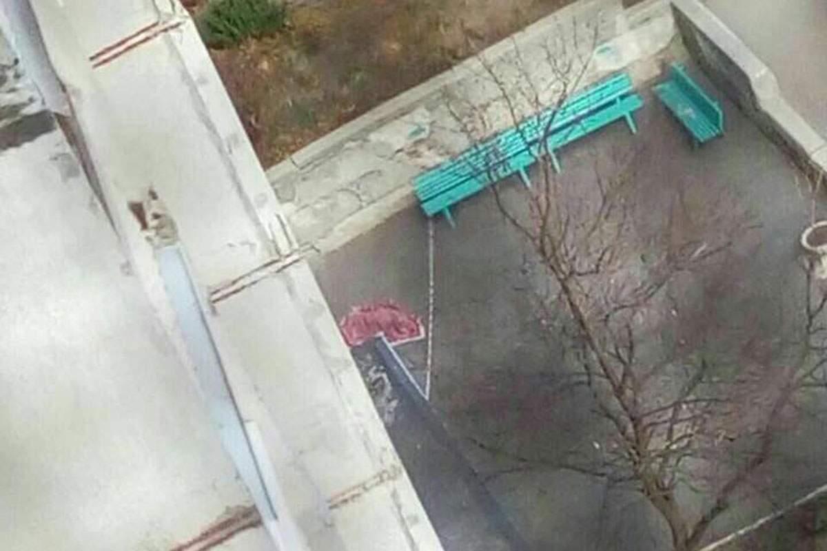 В Харькове несовершеннолетняя девушка выпрыгнула из окна многоэтажки