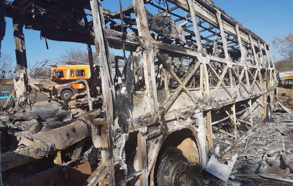 Люди горели живьем: В Зимбабве взорвался автобус