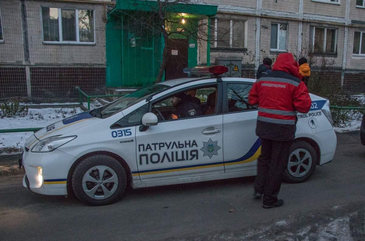 В подъезде столичной многоэтажки обнаружили труп
