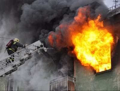 В столичной многоэтажке произошёл серьёзный пожар