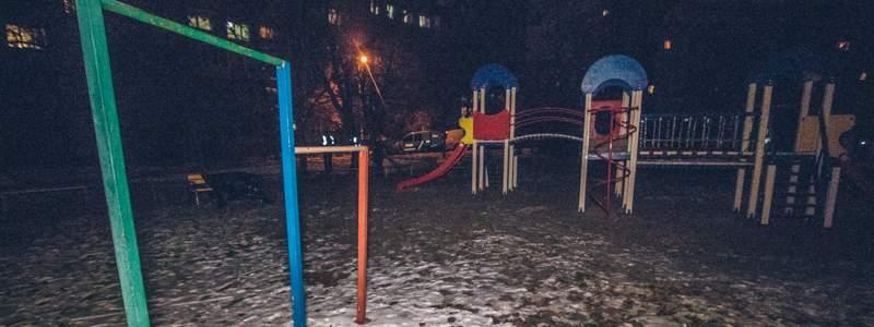 На столичной детской площадке нашли тело умершего мужчины