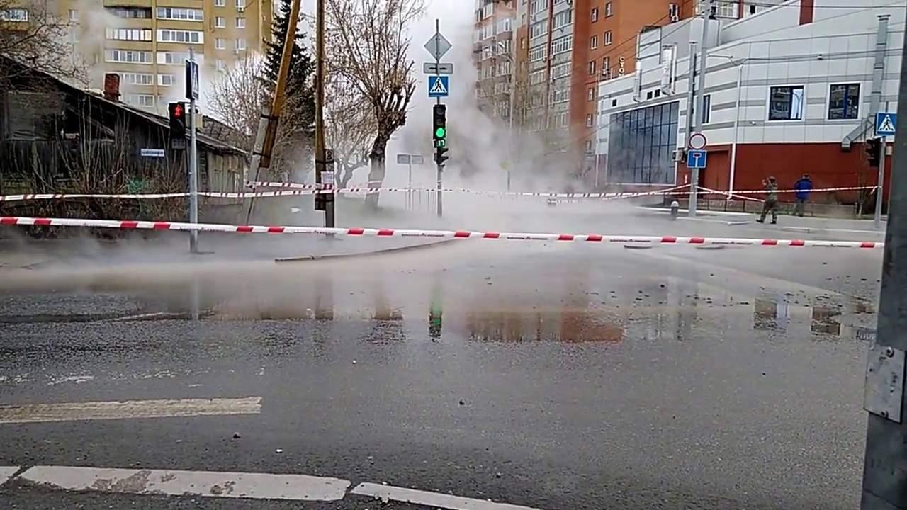 В Херсоне из-за прорыва теплотрассы затопило улицы