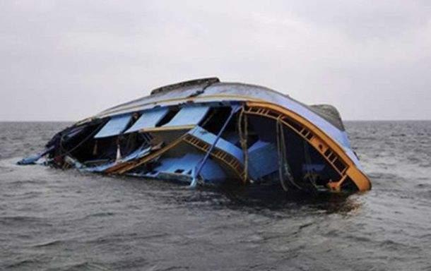 На озере Виктория яхта с людьми ушла под воду. 13 погибших