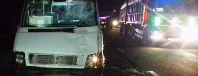 В Запорожье пешеход угодил под колеса маршрутки и погиб
