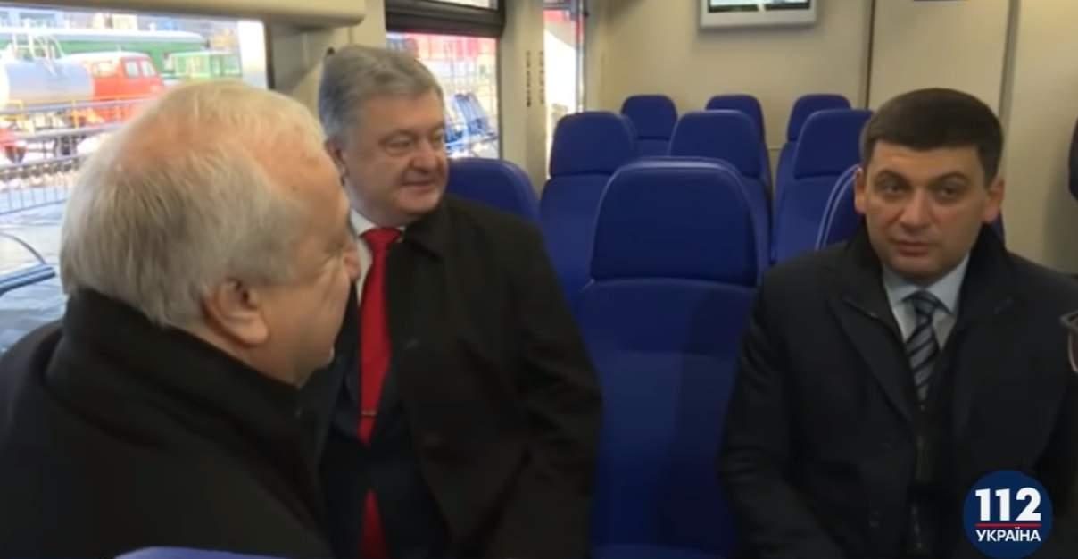 Порошенко вместе с Гройсманом проехались на новом скоростном поезде (видео)