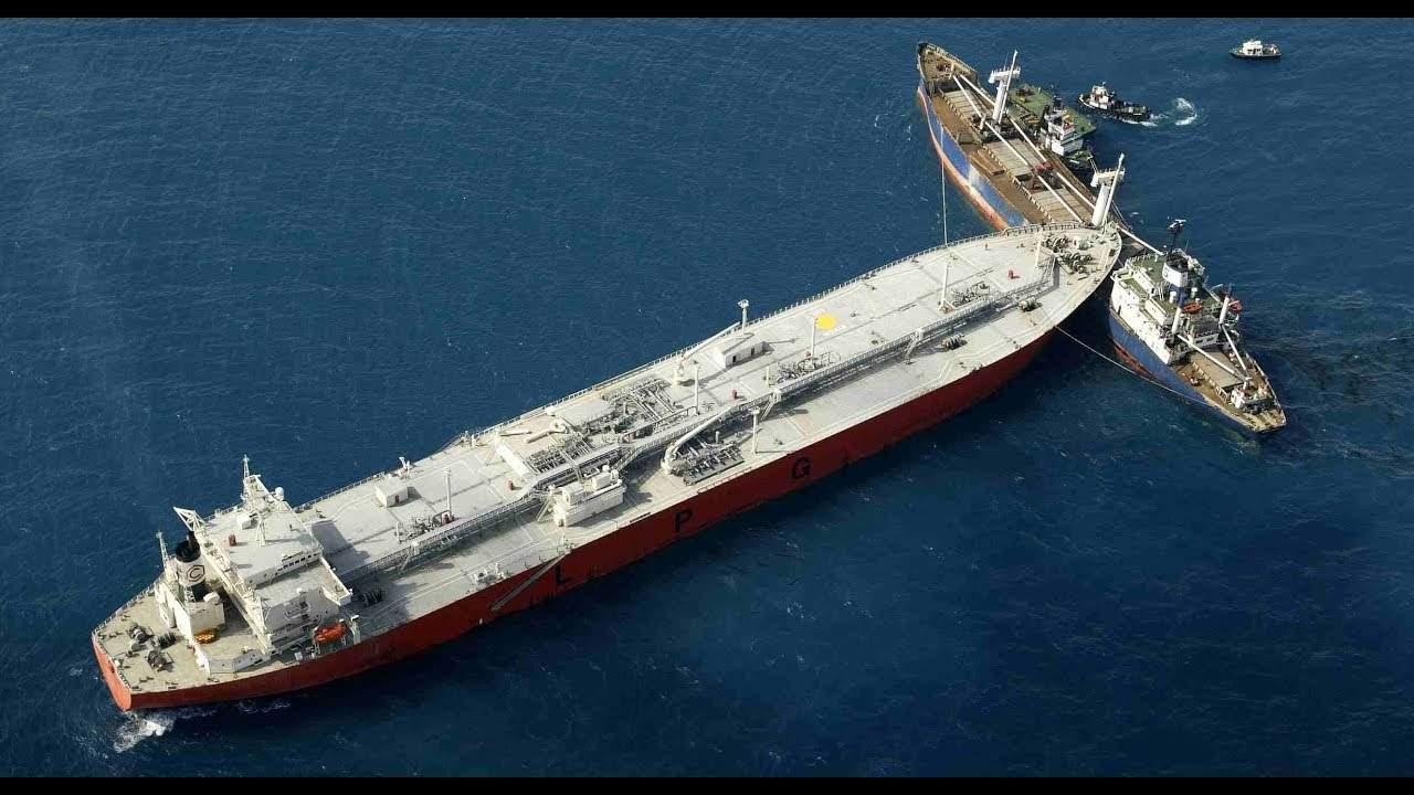 В Керчи столкнулись два грузовых иностранных судна