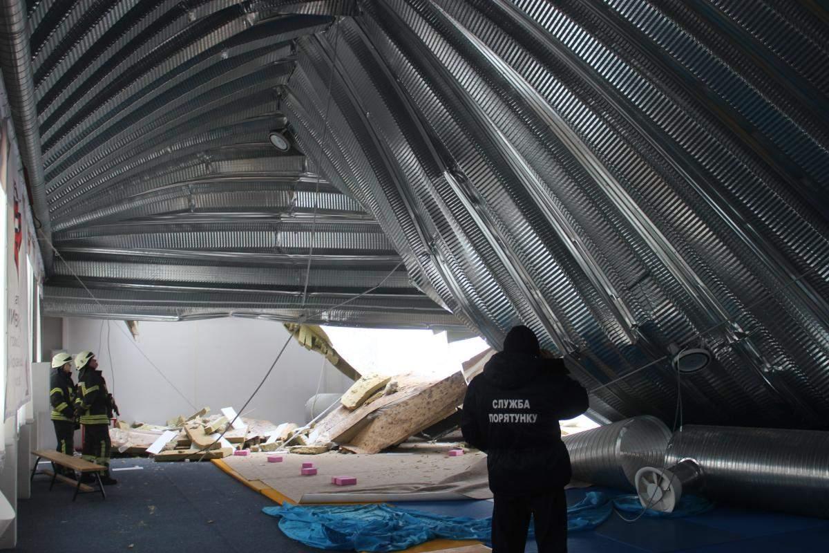 На Киевщине в здании юношеской спортивной школы обвалилась крыша (фото)