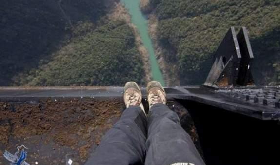 В Закарпатской области мужчина покончил с собой, спрыгнув в реку с 6-метрового моста
