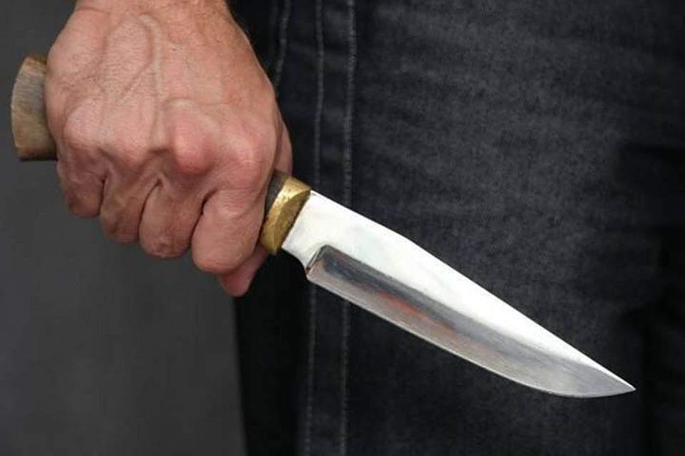В столице в одном из хостелов мужчина ударил в грудь ножом постояльца