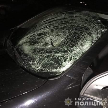 На Закарпатье несовершеннолетний за рулем авто наехал на двух пешеходов (фото)