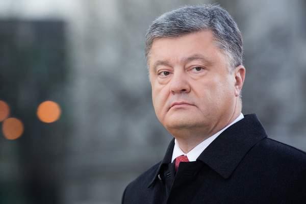 Порошенко уточнил, в каком случае будут ограничены конституционные права украинцев