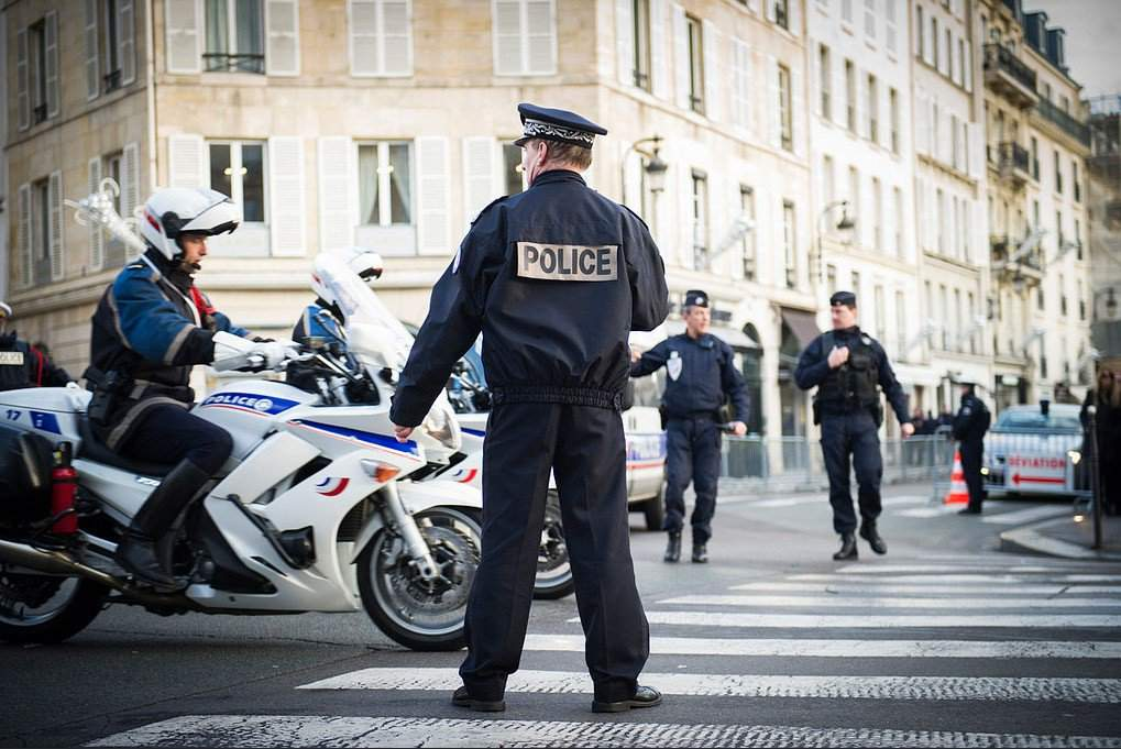 Стрельба в центре Страсбурга: подозреваемый истекая кровью сбежал от полиции на такси