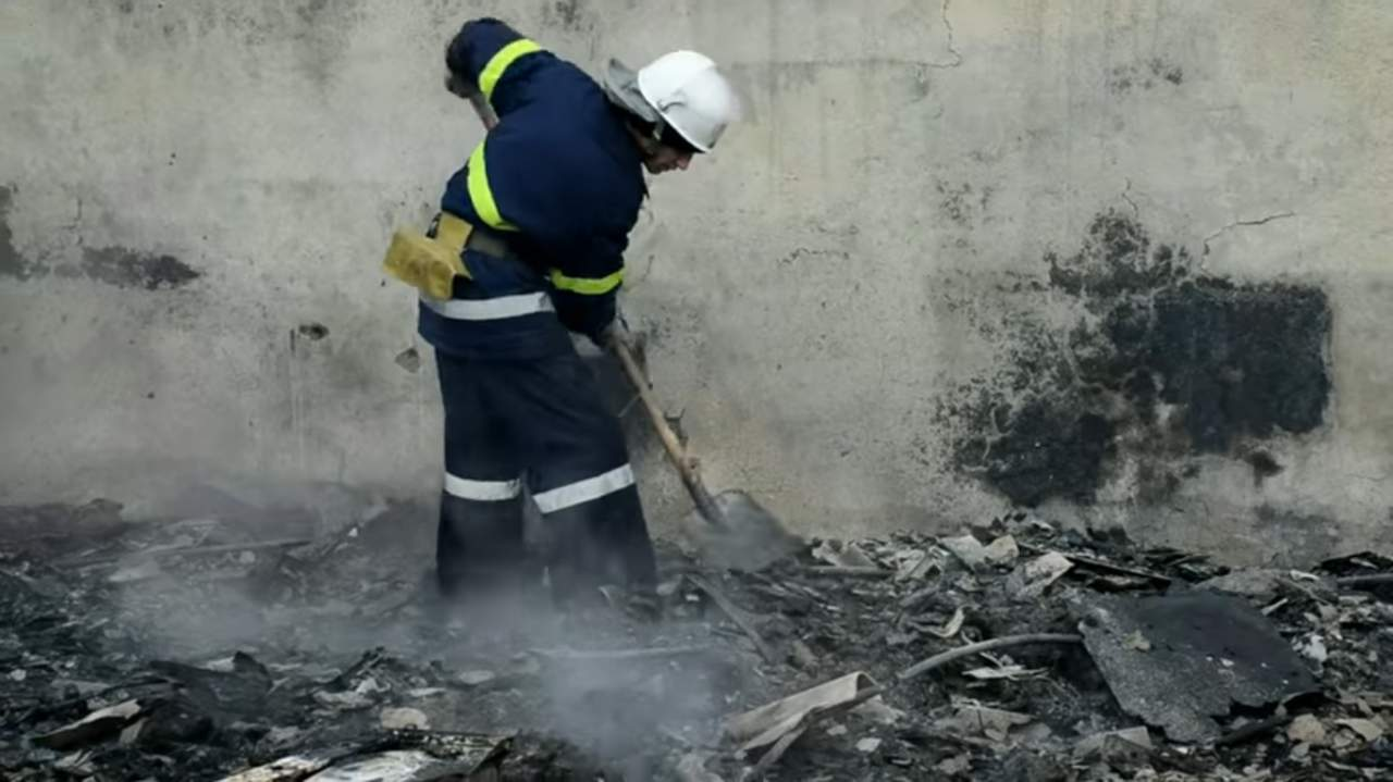 В Николаеве загорелся продовольственный магазин (видео)
