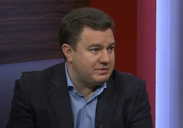 Бондарь считает, что власть виртуальными информационными поводами отвлекает украинцев от реальных проблем