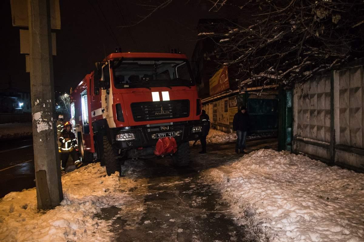 В Киеве мужчина в состоянии алкогольного опьянения сгорел  в сторожке охранника (видео)