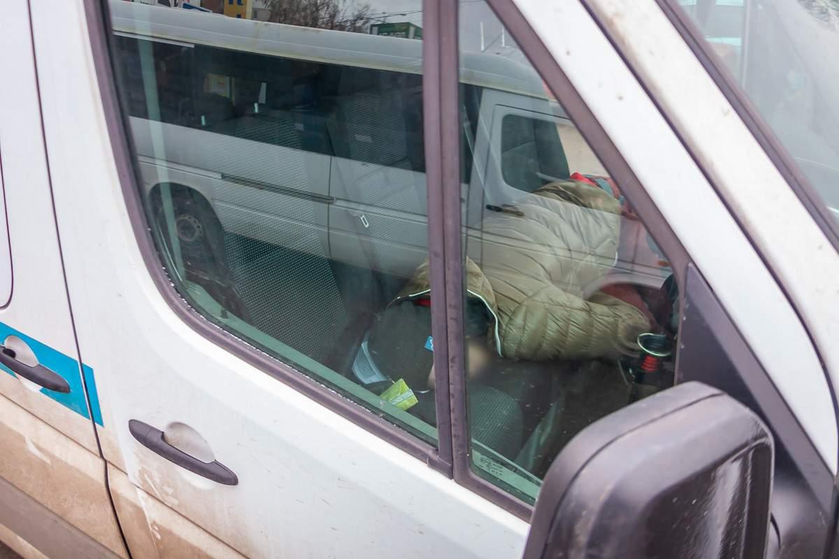 В Днепре мужчина умер в автомобиле (фото 18+)