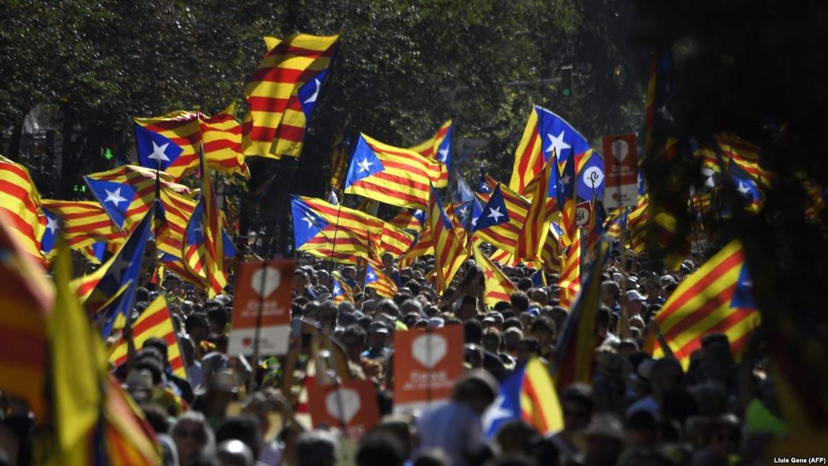 В Барселоне активисты устроили протест в связи с заседанием правительств Испании и Каталонии