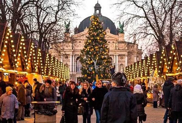 Во Львове вновь заработали рождественские ярмарки