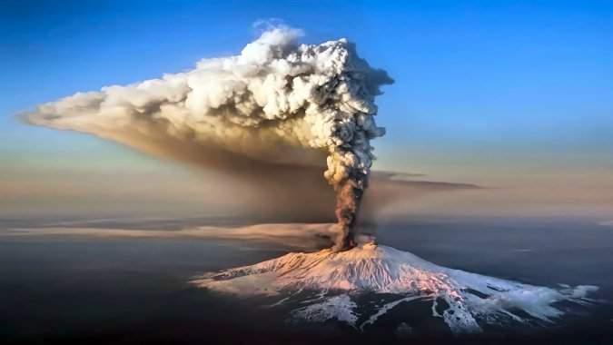 На Сицилии из-за извержения вулкана закрыли аэропорт