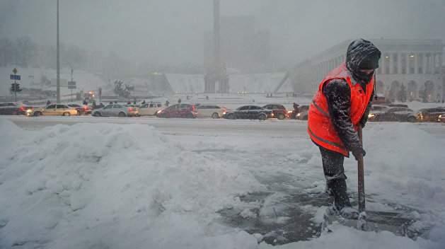Из-за сложных погодных условий 128 населенных пунктов остались без электричества
