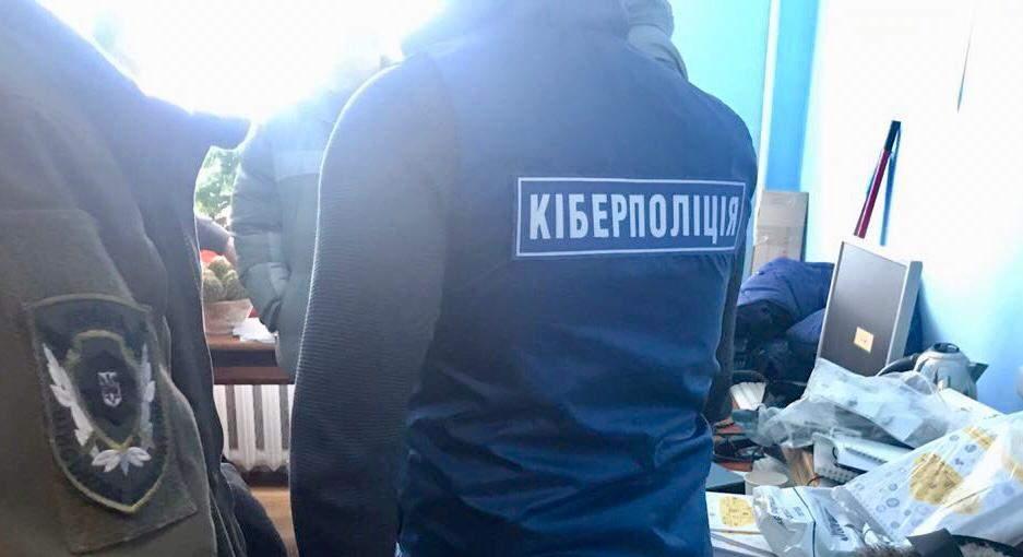 Житель Хмельницкого похитил данные работников предприятий и воинских частей