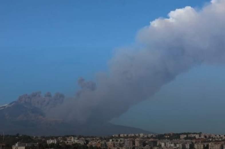 В Италии пробудился известный вулкан Этна