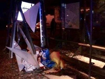 Во Львове автомобилист врезался в остановку. Есть погибшие