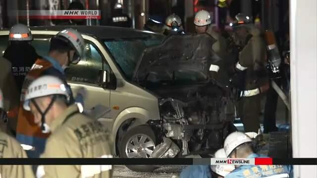 В Токио водитель за рулем авто въехал в толпу