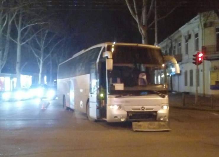 В Одессе столкнулись автобус с автомобилем. Пострадали дети