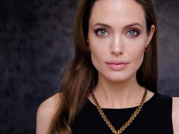 Анджелина Джоли не исключает, что может уйти в политику