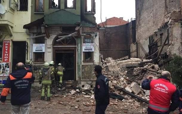 В Стамбуле в результате обрушения здания пострадали люди
