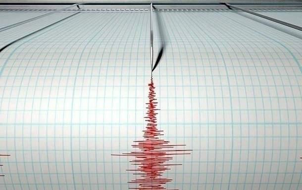 В Китае в результате землетрясения пострадали сотни людей