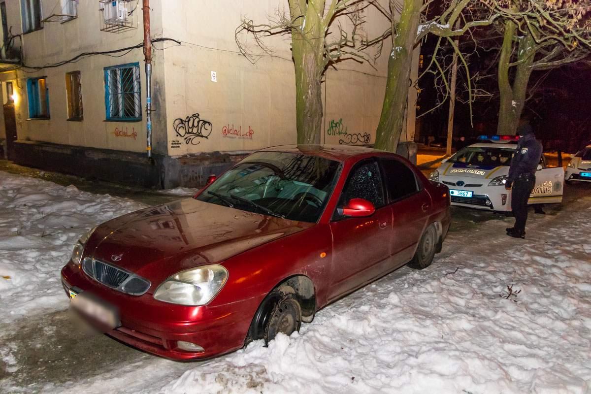 В Днепре обстреляли автомобиль (фото)
