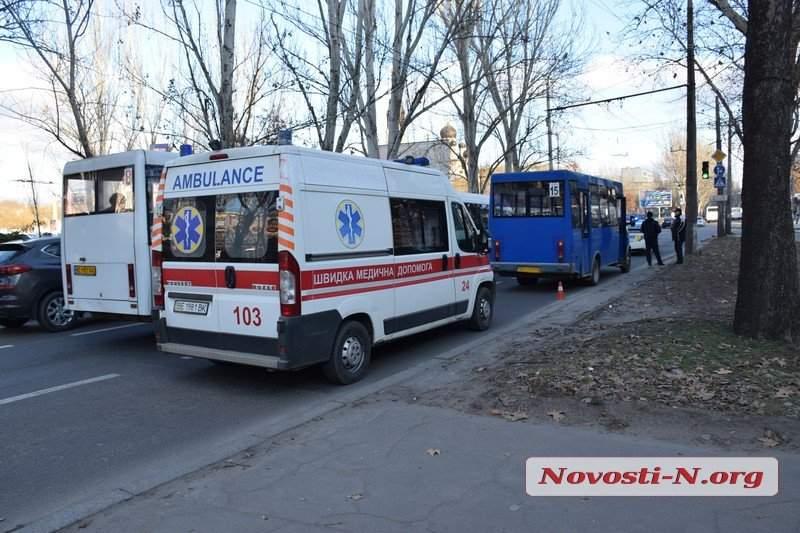 В Николаеве маршрутное такси сбило пешехода-нарушителя (фото)