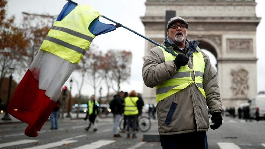 С новыми силами во Франции начались протесты