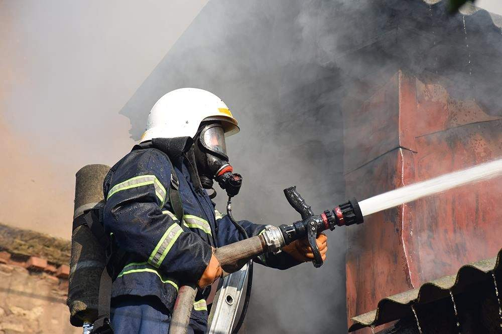 В Днепре спасли мужчину из горящего дома