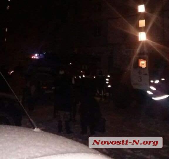 В Николаеве ночью вспыхнул пожар в многоэтажке (фото)
