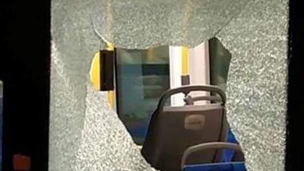 В столице неизвестные разбили окно в новом польском трамвае (фото)