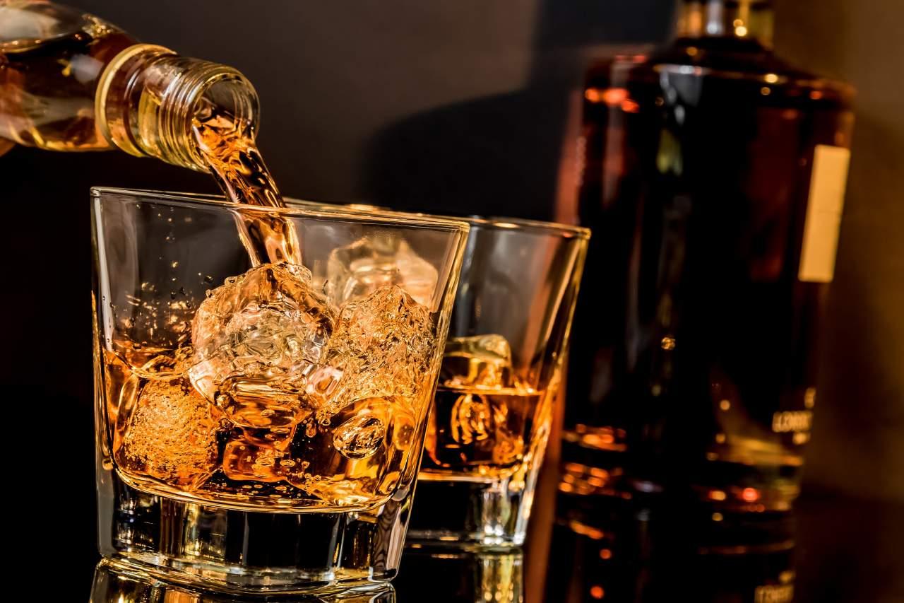 В Киеве из магазина элитного алкоголя охранник украл виски стоимостью более 500 тыс. гривен