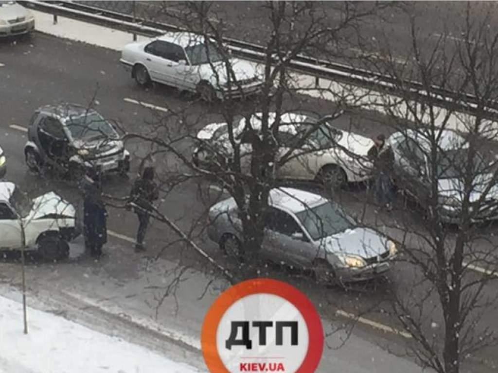 В столице произошла авария с участием четырёх авто