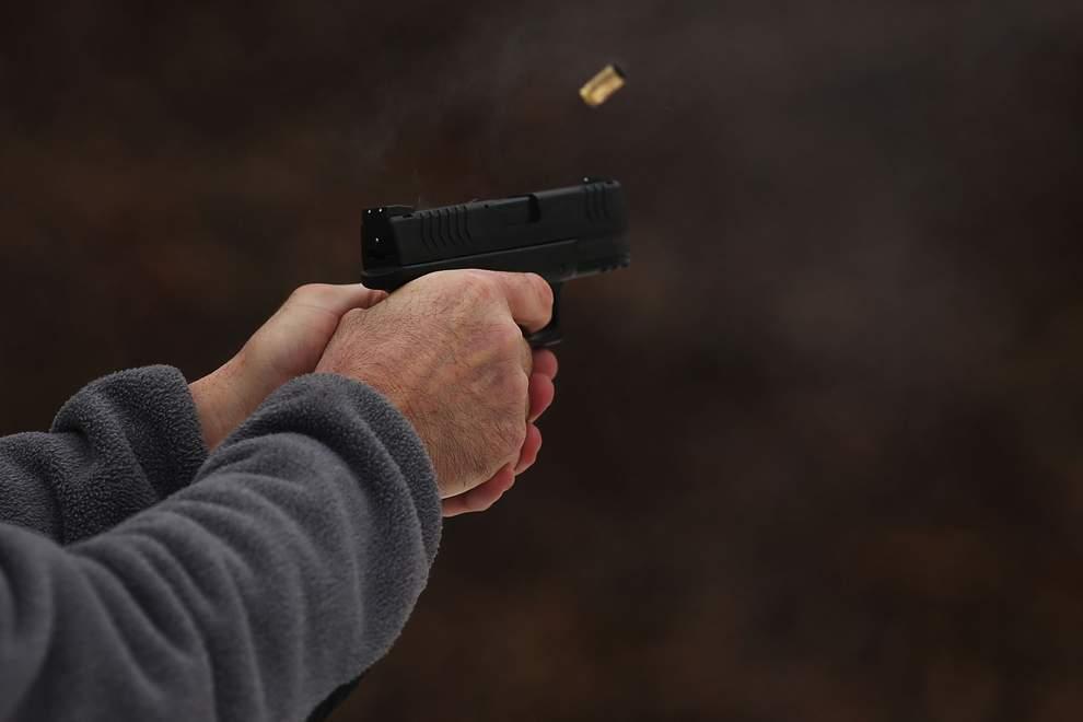 В Кривом Роге нетрезвый мужчина открыл огонь по сотрудникам полиции